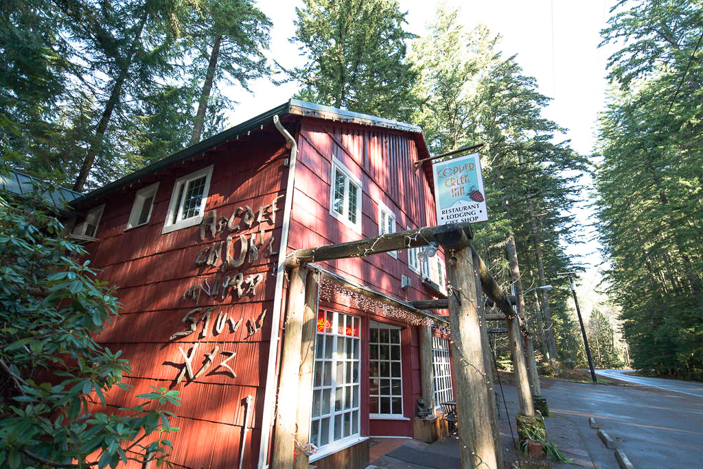 Copper creek inn cabins and lodge visit rainier for Mount rainier lodging cabins