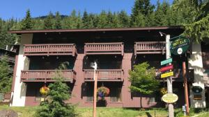 Village Inn at Crystal Mountain
