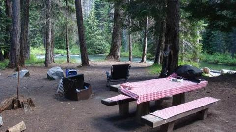 A picnic table at Lodgepole Campground