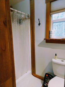 Happy Tails Cabin bathroom