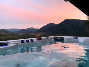 Hot tub at Alder Lake Lookout
