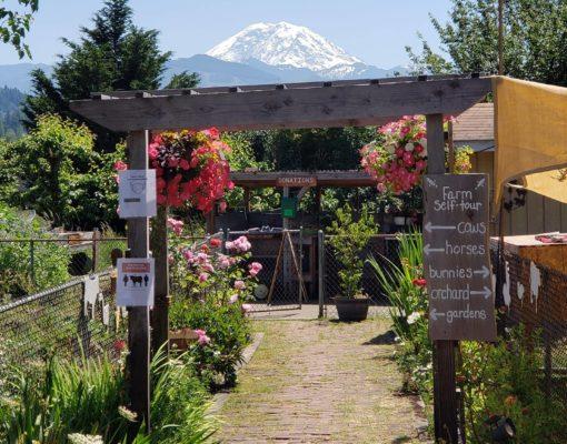 Mason Jar Farm entrance