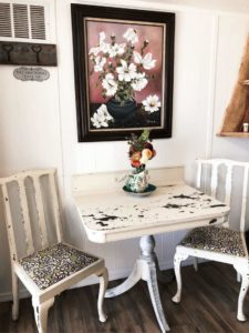 Mason Jar Farm guest room table and chairs